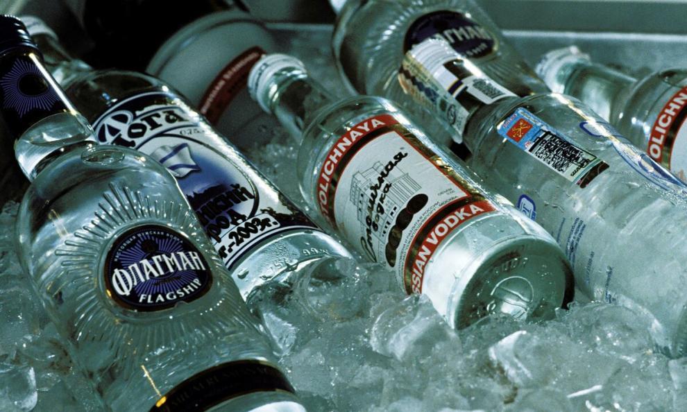 Врач-невролог рассказала о свойствах водки против коронавируса